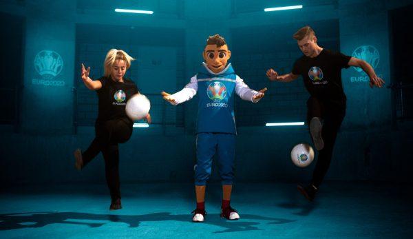 Skillzy, Maskot Piala Eropa 2020 Menunjukkan Aksinya di Rusia